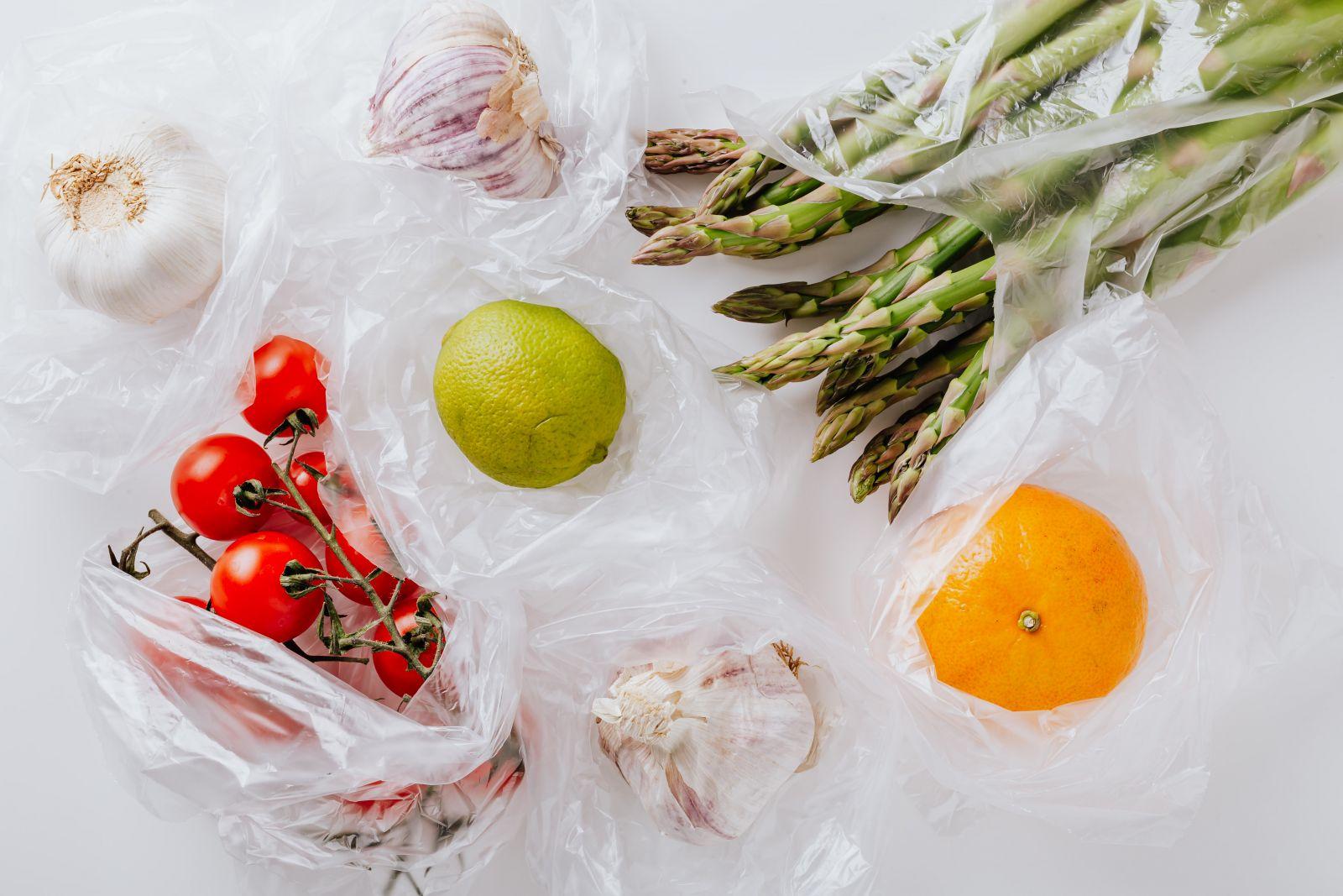 bao bì nhựa chứng tỏ sự an toàn vượt trội khi đựng thực phẩm