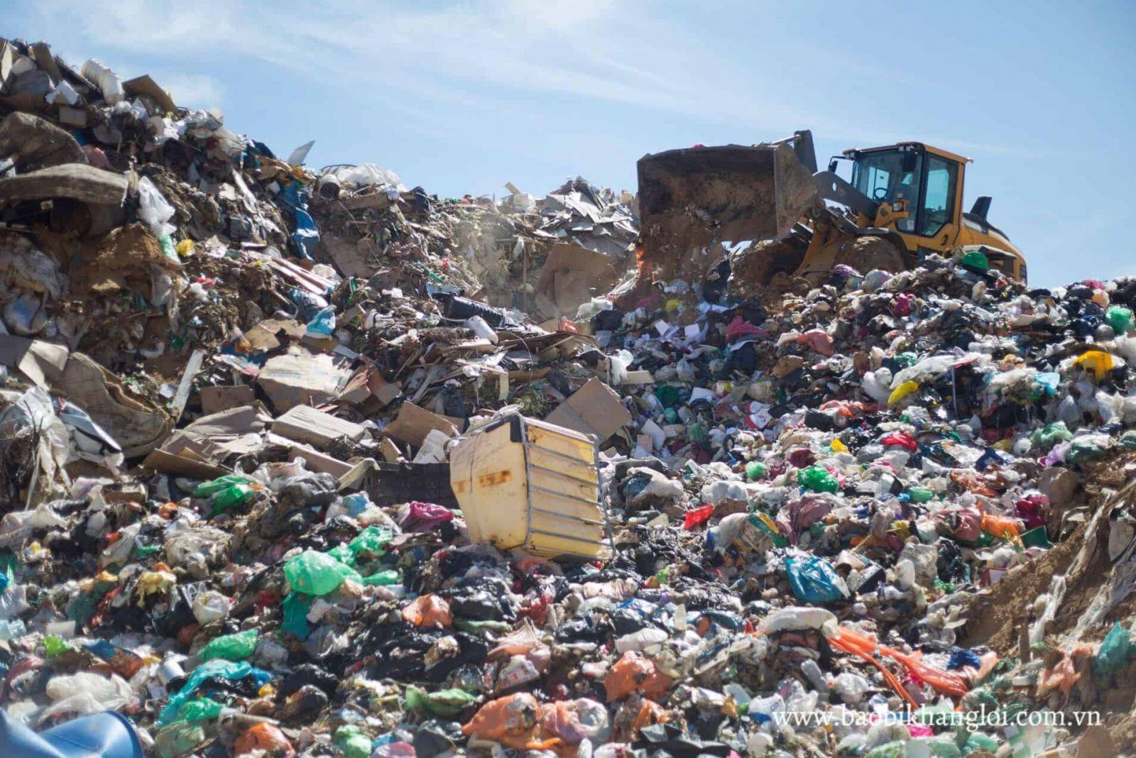 Các quốc gia có diện tích rộng lớn thường chọn chôn lấp rác thải nhựa