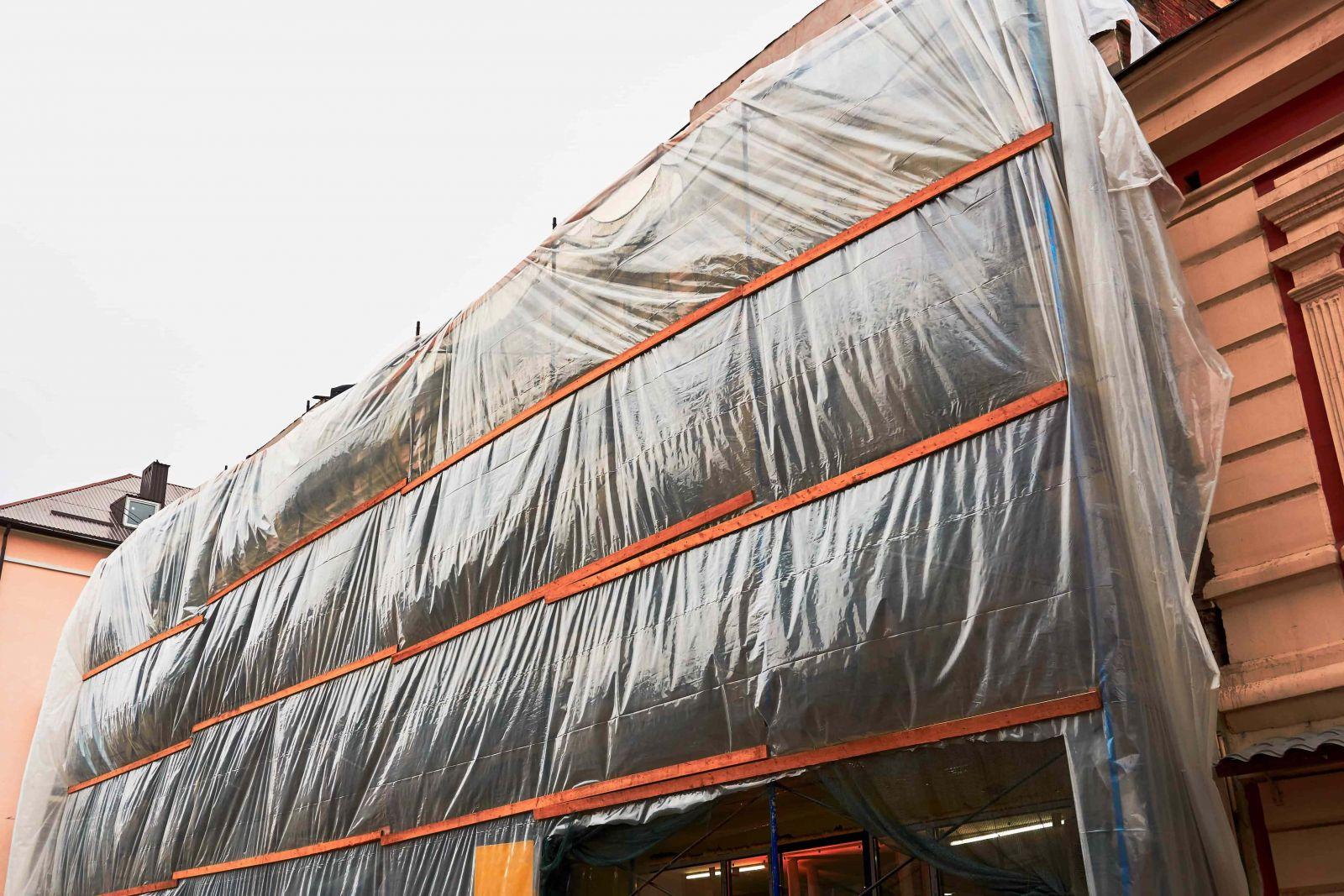 màng PE khổ lớn có thể dùng làm nhà kính hoặc che phủ công trình